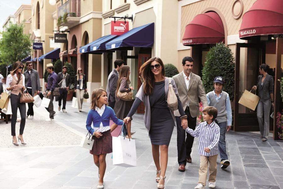 Fidenza village shopping day trip from milan milanostyle for Milano fashion outlet