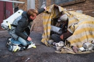"""Dutch designer sews """"sheltersuits"""" to keep homeless people warm in winter"""
